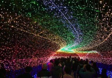 نورپردازی با ریسه های رنگارنگ
